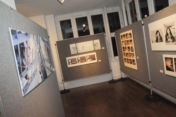 """Unsere Ausstellungswände mit """"Mehr als ein Bild"""""""