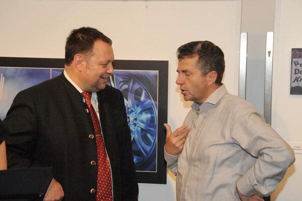Bürgermeister Thomas Eigstler im Gespräch mit Gemeinderat Martin Kaiser