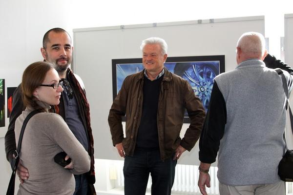 Jürgen Mainka (Mitte) steht gerne für Fragen zur Verfügung