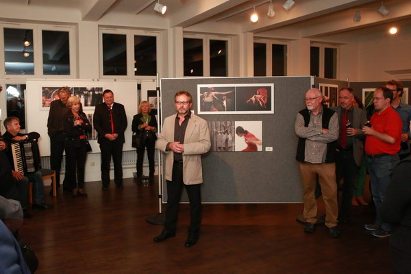 1. Vorsitzender Manfred Köhler eröffnet die Vernissage