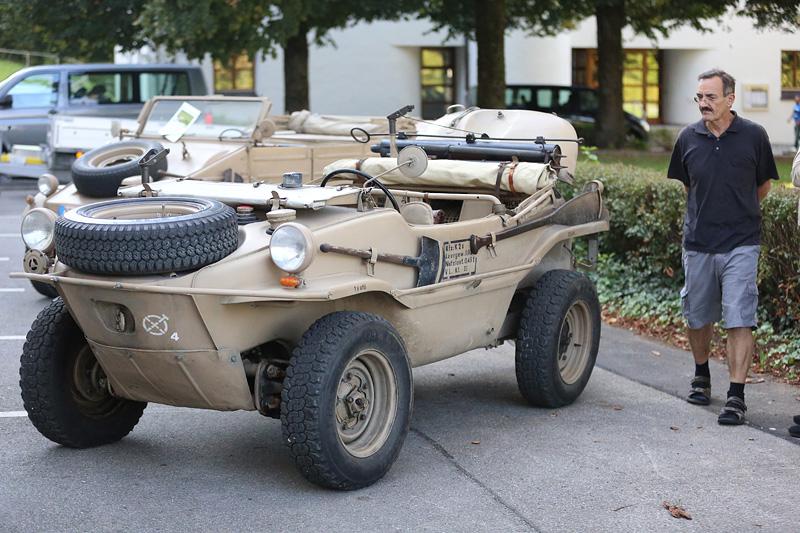 VW-Schwimmwagen, Typ 166 - Bj.   1943, 25 PS, 1131ccm, 4 Vorwärts-, 1 Rückwärtsgang, 1 Geländegang,  zuschaltbarer Vorderradantrieb, 2 autom. Differentialsperren,  schwimmfähig.