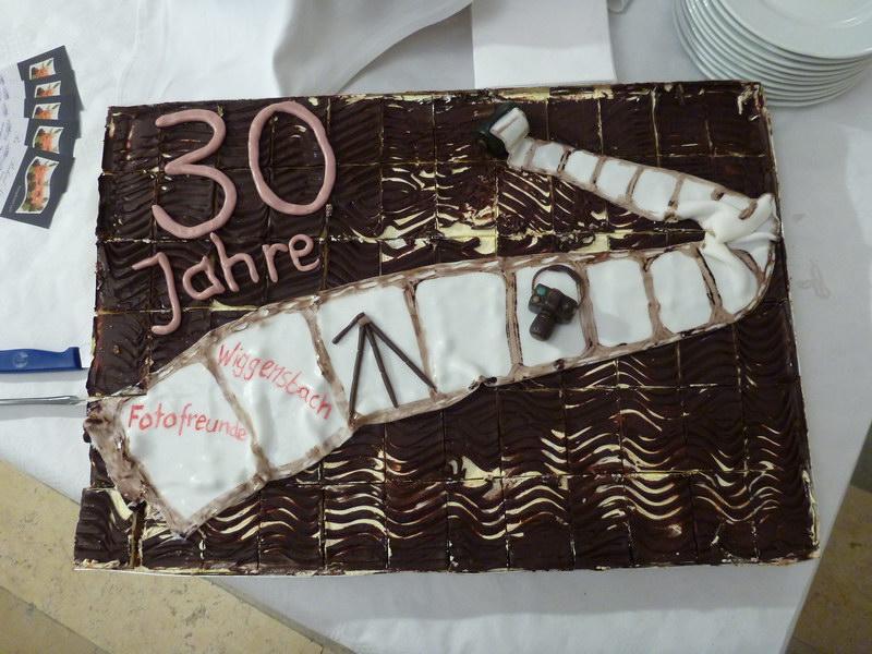 """Die Jubiläumstorte """"30 Jahre Fotofreunde Wiggensbach""""  gespendet vom Mitglied Elmar Jonietz"""