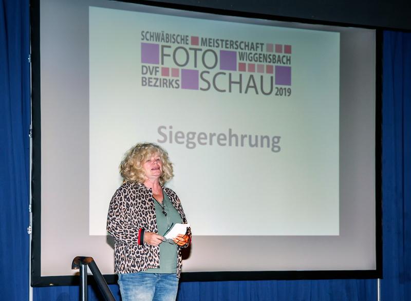 Susanne Seiffert startet die Siegerehrung