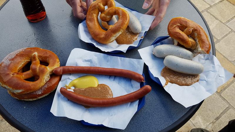 Frühstück mit Würstle und Brezen in Kempten