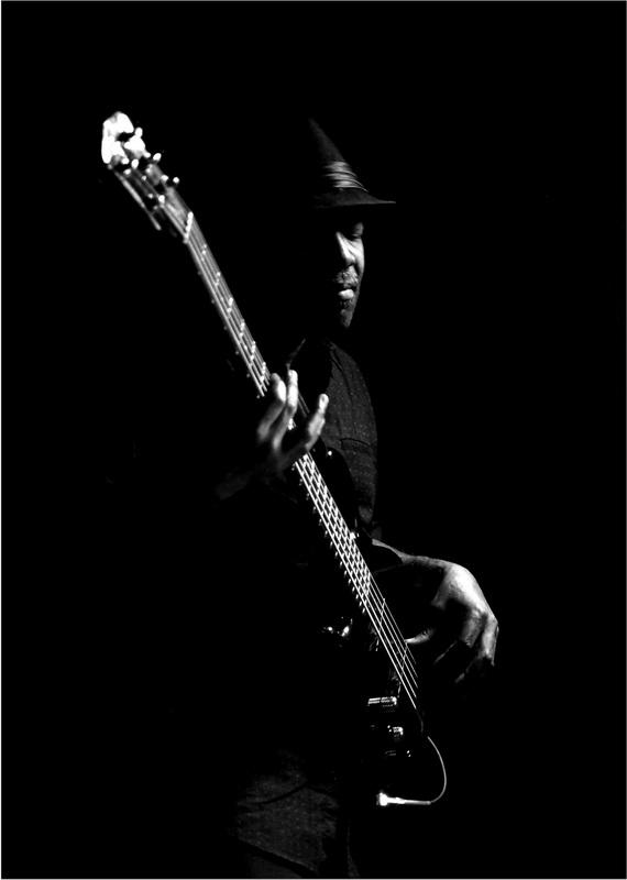 Greither Armin_Konzentriert am Bass_ANNAHME